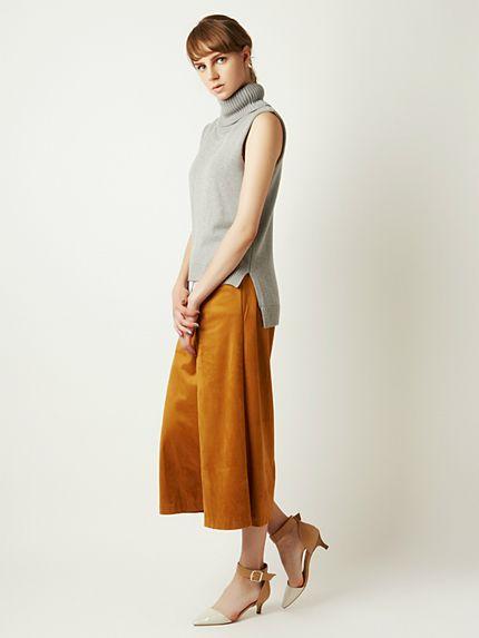 シャツに重ね着したようなデザインも◎ボトルネック ノースリのコーデ・スタイル・ファッション☆