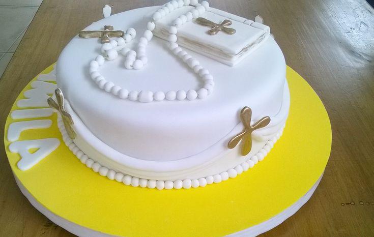 Torta de Comunión con Rosario, Biblia y Cruces doradas
