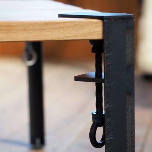 板に取り付ければ机になる、「机の足だけ」みたいなのが、「THE FLOYD LEG」です。 先日、ご紹介した記事をご参照いただくと、どんなのかわかります。