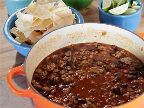 Ree's Simple, Perfect Chili : The name says it all: Ree's chili is a simple, perfect meal-in-a-hurry. via Food Network.