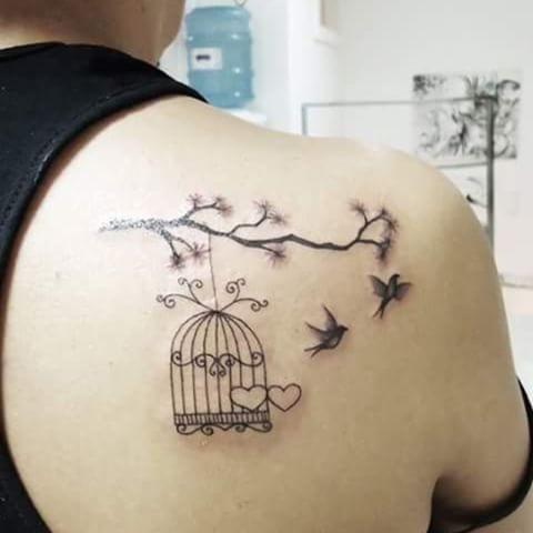 Resultado de imagem para tatuagem liberdade gaiola