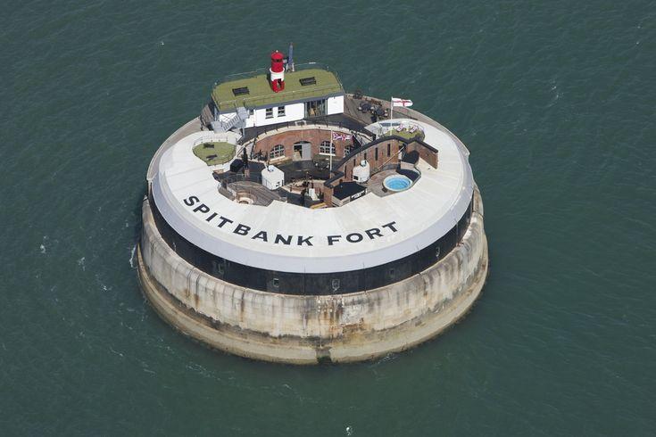 Spitbank_Fort_2012.jpg 1,106×737 pixels