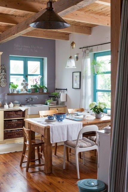 Dom drewniany na wsi_Jadalnia w stylu rustykalnym_Zdjęcie Moje Mieszkanie_Projekt Joanna Paszko Ochotny Homestyling