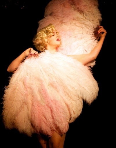 Glamour - love it!: Liqueurs Pay, Lilies Liqueurs, Vintage Burlesque, Feathers Fluff Fringes Furr, Happen Vintage, Things Burlesque, Burlesque Boards, Glamorous Things, Burlesque Glam