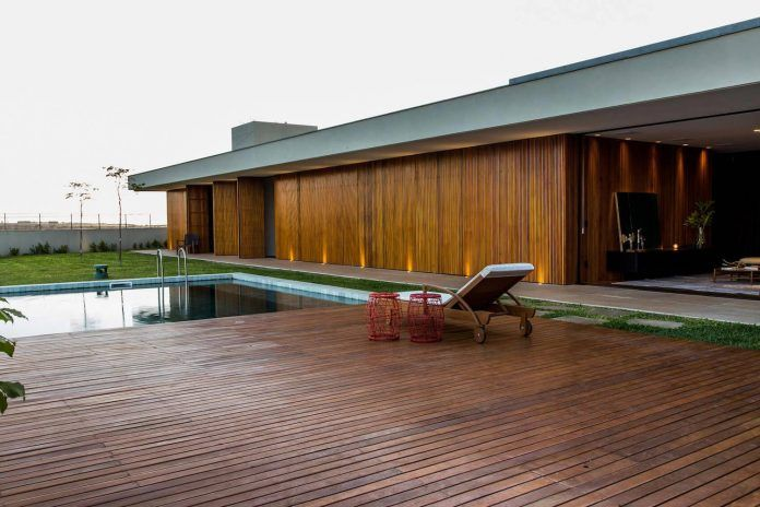 One story home designed in simple lines and volumes that create relationships between internal and external space - CAANdesign