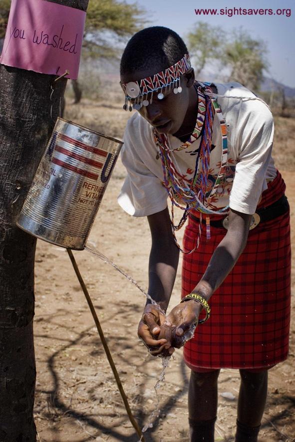 Lavarsi le mani e il viso è fondamentale per combattere il tracoma ed eliminare il rischio di diventare ciechi. www.sightsavers.it