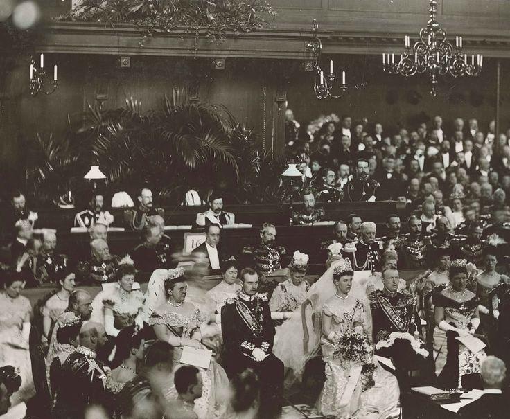 Op 7 februari 1907 Koningin Wilhelmina en  Duke Heinrich of Mecklenburg-Schwerin trouwde  in de Grote- of Willems kerk in Den Haag