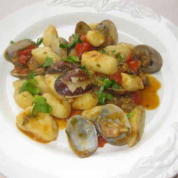 Gnocchi con vongole e pomodorini di Pachino