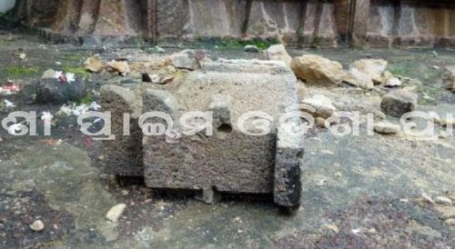Prime Odisha News : ଲୋକନାଥ ମନ୍ଦିର ପରିସରରୁ ଭୁଷୁଡିଲା ପାଚେରି, ସାକ୍ଷୀଗୋପାଳ ମନ୍ଦିରର ଉପର ବେଢ଼ାରୁ ଖସିଲା ପଥର