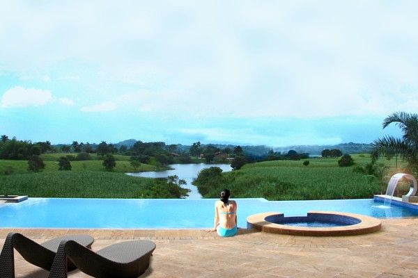 Visus Boutique & Spa Hotel in Pereira, Colombia is just a two-minute drive from the city of Pereira. This ennchanting hotel is a seven-bedroom retreat overlooking the UNESCO Coffee Cultural Landscape of Colombia.