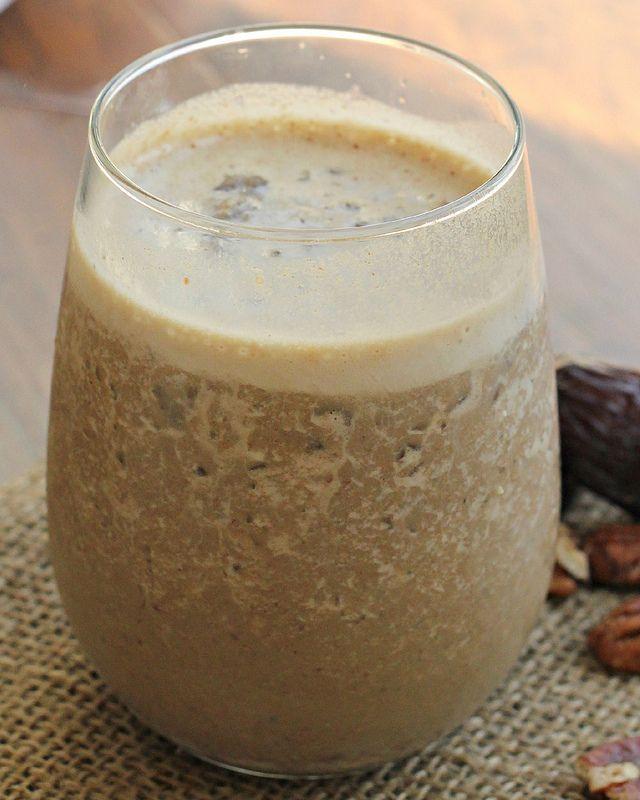 Healthy Maple Walnut Coffee Smoothie by joanne-eatswellwithothers #Smoothie #Coffee #Maple_Walnut #Healthy