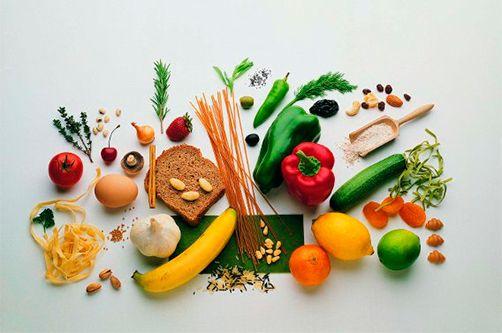 """Гликемический индекс.  Проблема лишнего веса очень актуальна в последнее время. Людей, имеющих лишний вес, с каждым годом становится все больше и больше. Это связано с тем, что система здорового питания утеряна. Мы едим на ходу, едим быструю пищу из """"ресторанов"""" фастфудов, готовим быструю еду из полуфабрикатов или разогреваем в микроволновке такую же быструю готовую еду, не обращаем внимание на обработку исходных продуктов и пьем """"вкусные"""" напитки вместо воды."""