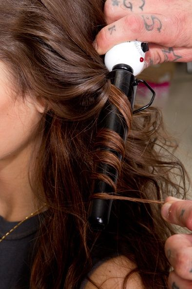 lessons from the pros: big, messy waves you can do on your own! #diy #hairdiva #wavesandcurls