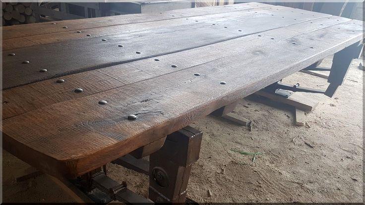 Loft bútor, egyedi gyártású asztal, loft table