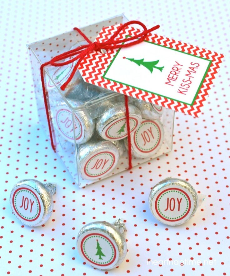 Merry Kissmas free printable tags ...this would make such a cute and easy gift!                                                                                                                                                                                 More