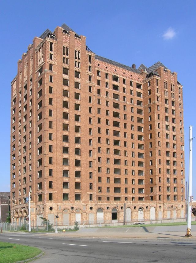 Lee Plaza in Detroit, USA - 10 Abandoned Art Deco Buildings of the World