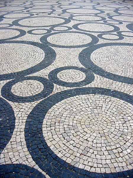 black and white - Calçada Portuguesa  - Aveiro - Portugal - photography -  xicomelo