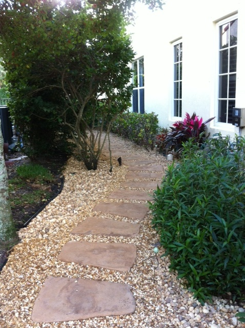 Landscaping Muddy Yard : Tired of a muddy side yard i pulled out the grass leveled ground
