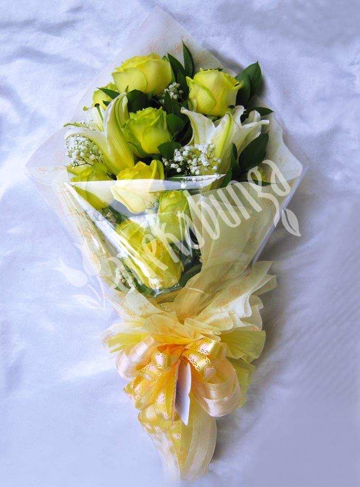 Rangkaian Hand Bouquets dgn Rose Big Apple 10 batang, Baby Breath, Lily Pompay 2 Kuntum & di percantik dgn Tissue berwarna kuning. ID produk: LA054. Harga jual: Rp.475.000, diskon:10% Rp.427.500. Klik foto di atas untuk pemesanan. Atau add PIN BB: 21E23F02. Telp: 021-5812161. WhatsApp: 859-206-10-700 - www.anekabunga.com