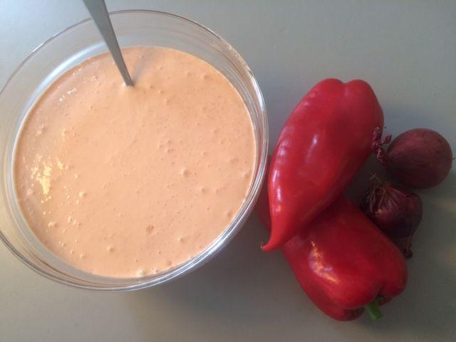 Denne dejlige fetacreme kan spises til næsten alting. i stedet for en sauce til et stykke kød, som dressing til en salat, eller som dip til lidt udkåret grønsager. 1 pakke puk ost (blød feta) 2 stk. røde snack peber 2 stk. Små rødløg 1/4 tsk. spidskommen 1/4 tsk. Løgpulver Blendt det hele til det…