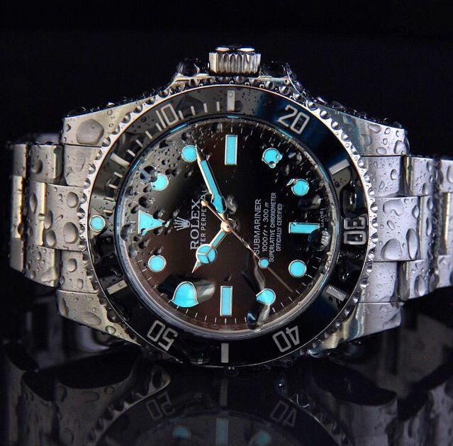 Rolex Submariner Date                                                       …