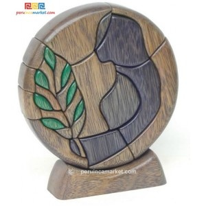 Wooden sculpture - Virgo zodiac handcarved from ishpingo Amazon wood. Peruvian artwork. US $ 48.00 free shipping from peruincamarket