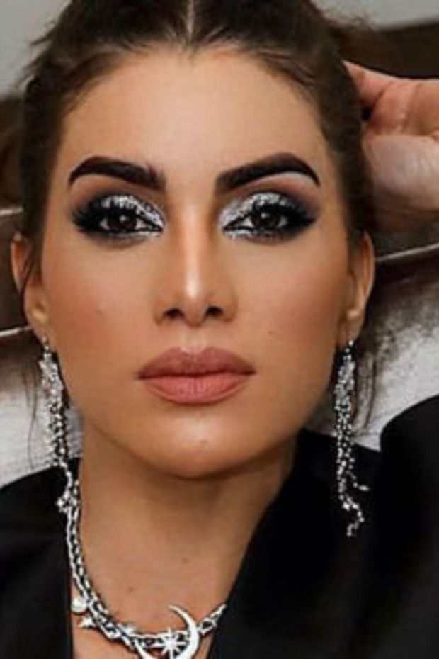 بالفيديو طريقة تطبيق مكياج العيون السموكي بخطوات بسيطة Makeup Make Up Ear Cuff