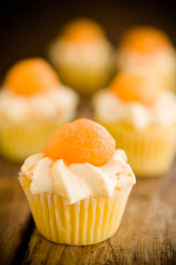 Summer's a-coming! Cantaloupe Cupcakes from the Cupcake Project