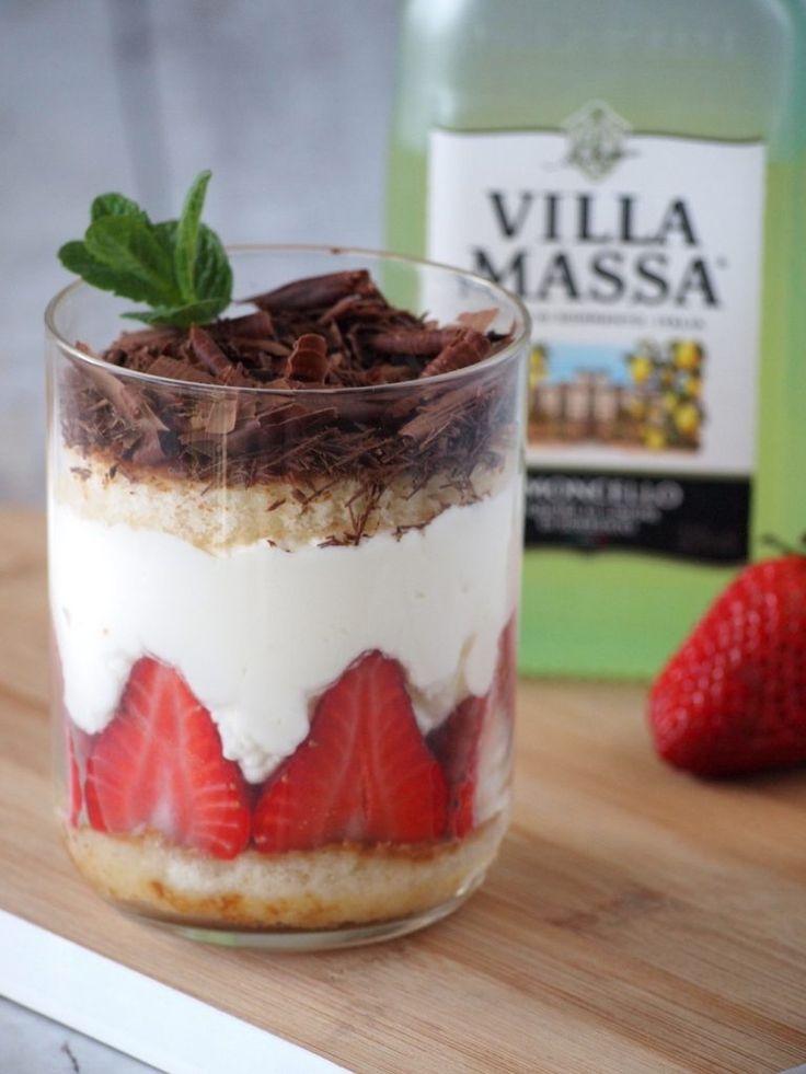 Limoncello Tiramisu met aardbeien en een geheim ingrediënt,dat het nog lekkerder maakt dan anders. Simpel in elkaar te zetten met slechts een paar ingrediënten....