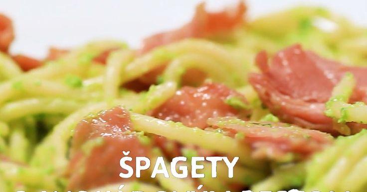 Nebavia ťa tradičné recepty na cestoviny sparadajkovým pretlakom či syrovou omáčkou? Vyskúšaj originálnu chuť špagiet vpodobe avokádového pesta achrumkavého prosciutta.