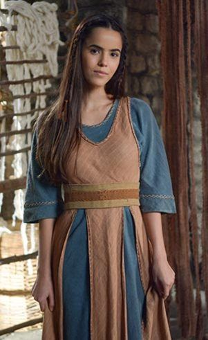 Inês (Brendha Haddad), Eleazar's wife and devoted mother of Fineas. Sweet and gentle woman.
