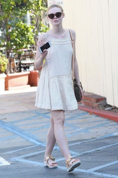 Elle Fanning Photos - Elle Fanning Goes out for Lunch at Cafe Med - Zimbio