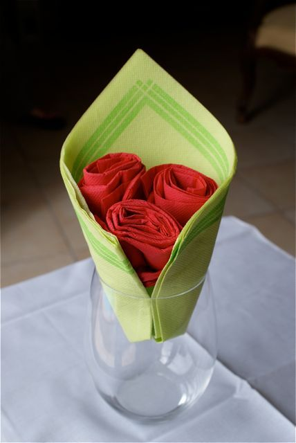 bouquet de roses diy pinterest pliage de serviettes deco de table et pliage. Black Bedroom Furniture Sets. Home Design Ideas