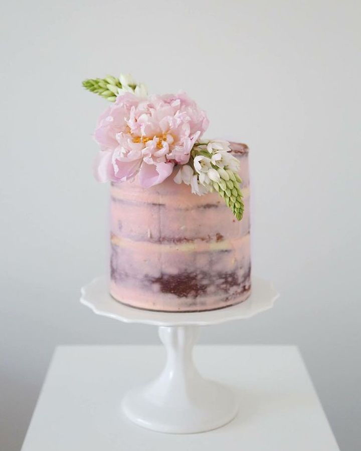 Pale pink cake with fresh flower topper ~ we ❤ this! moncheribridals.com