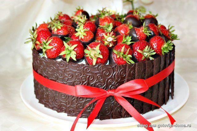 Шварцвальдский вишнёвый торт  - по этому рецепту делается этот торт с клубникой и шоколадом с лентами - по этой же ссылке 1-я страница