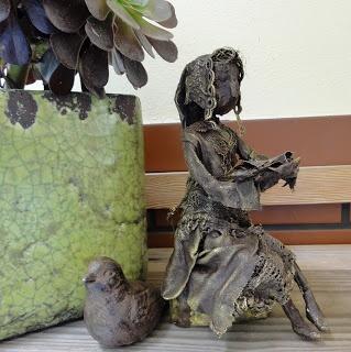 Celinka , maleńka lala - 15 cm. Bronka