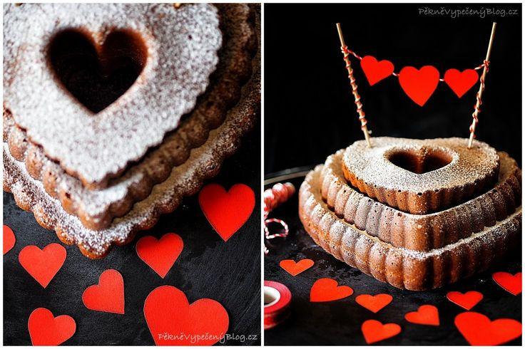 Rodinná bábovka - Family Bundt cake, Valentine's cake www.peknevypecenyblog.cz