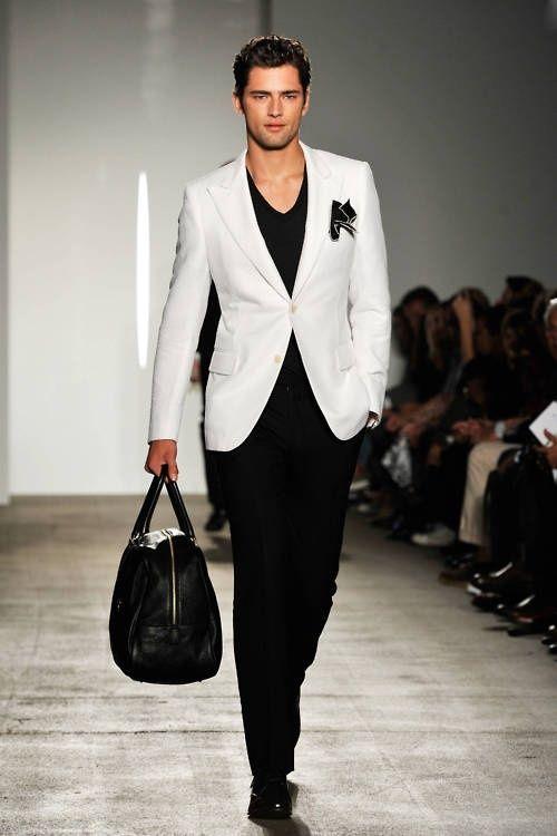 El contraste de estos dos colores es una de las tendencias más fuerte en moda masculina en 2013