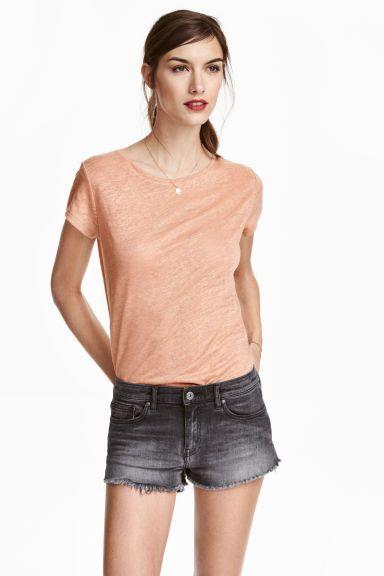リネンTシャツ: リネンジャージー素材のTシャツ。