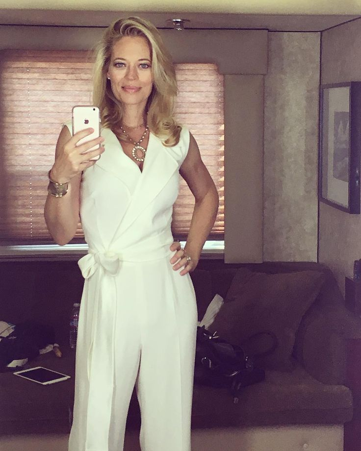 Jeri Ryan :  Having SO much fun with this character! @cate.adair , you're a GENIUS. ❤️ #boschamazon #trailerselfie