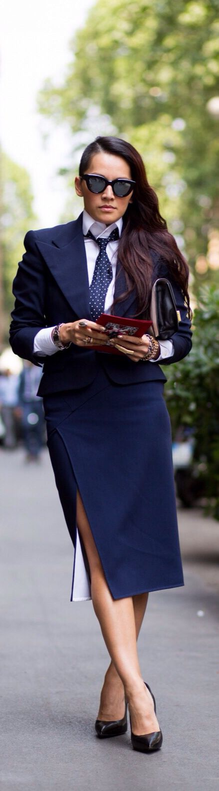 Wardrobe must-have - business costume:Tina Leung