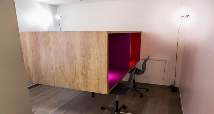 Individual workspace into the University of London in Paris, France