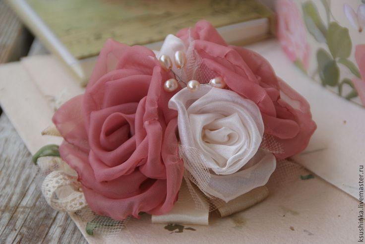 Цветы из ткани. Брошь-заколка, шебби шик, винтаж, розы - брошь,брошь цветок