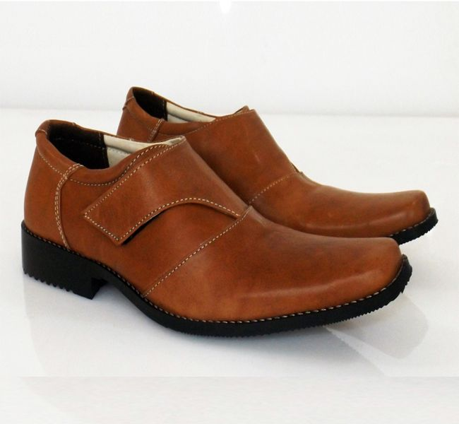 Spesification : – Upper : Cow Leather Analin Tan – Outsole : Syntetic Fiber  Javarino –