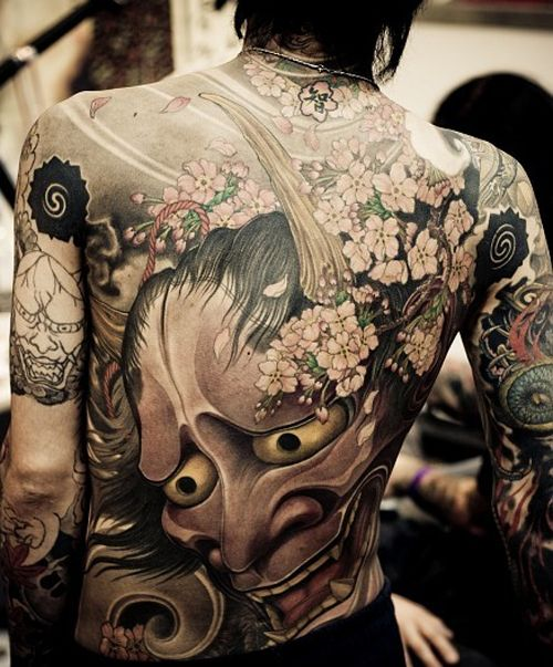 Japanese tattoo love the detail on the flowers