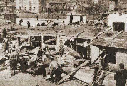 Wieniawa (Lublin) Jewish men are forced by the nazis to tear down with their bare hands the homes they and their families used to live in. 1940