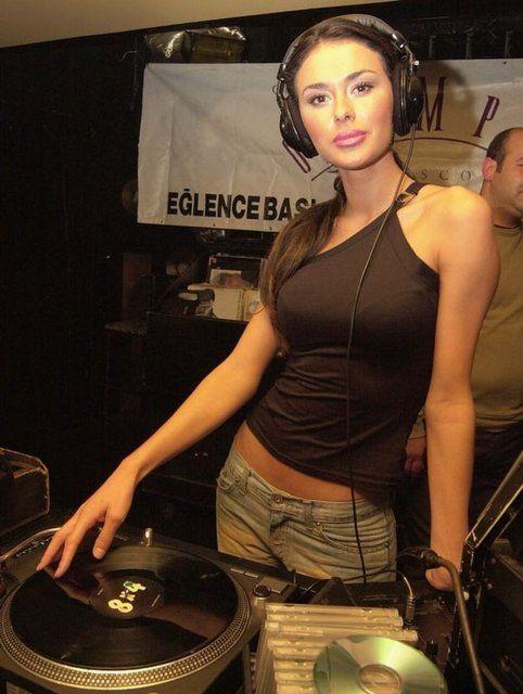 Ayşe Hatun Önal Turkish singer