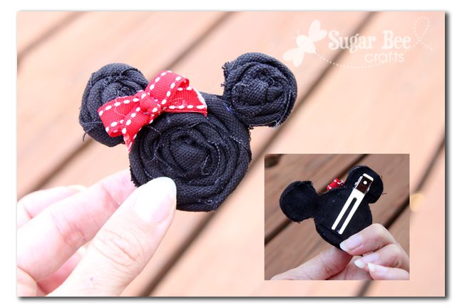 Sugar Bee Crafts: Minnie hairclip. 3 black rosettes glued together with a bow. How easy!! Love this!!!!!
