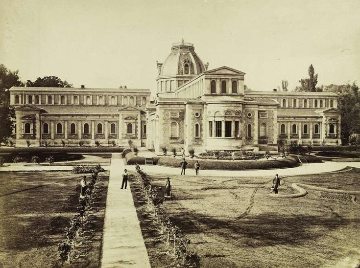 Margit-fürdő (Ybl Miklós, 1869.). A felvétel 1880-1890 között készült. A kép forrását kérjük így adja meg: Fortepan / Budapest Főváros Levéltára. Levéltári jelzet: HU.BFL.XV.19.d.1.06.032