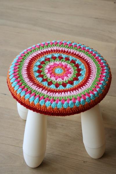 Handwerken « Hutsefluts!!! crochet top stool - so pretty